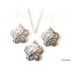 Řetízek a náušnice - květy s bílými kamínky