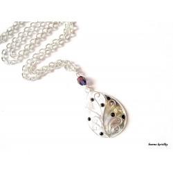 - kapka  s fialovými kamínky