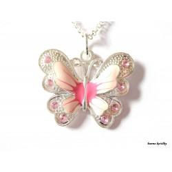 Řetízek s růžovým motýlkem