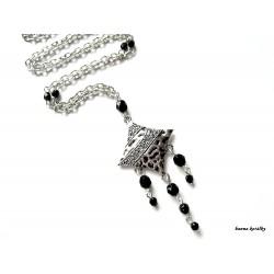 Náhrdelník - řetízek - lístek s černými korálky