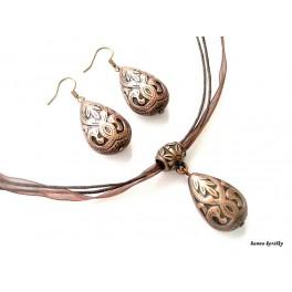 Měděné náušnice a náhrdelník na hnědé stužce