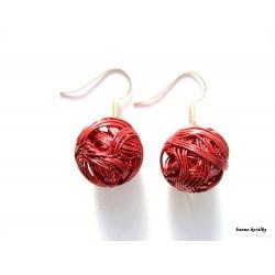 Náušnice červené drátkované kuličky
