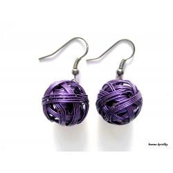 Náušnice tmavě fialové drátkované kuličky