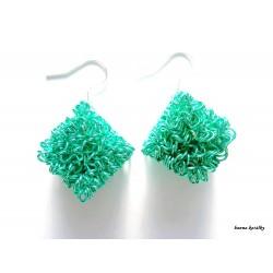 Náušnice světle zelené drátkované kostky