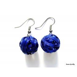 Náušnice modré drátkované klubíčka