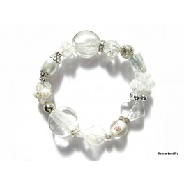 Bílý náramek z vinutých perel a šitých kuliček