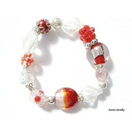 Červenobílý náramek z vinutých perel a šitých kuliček